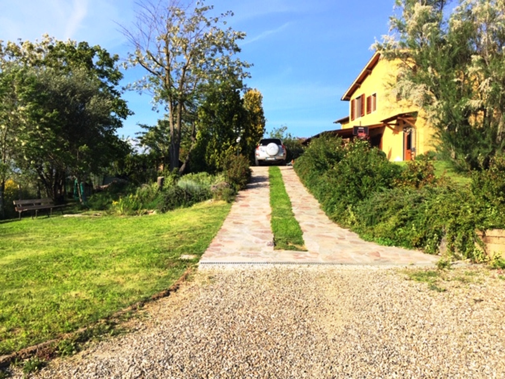 Lastra a Signa colonica di 180 mq con ampio giardino