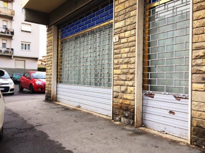 Scandicci centro fondo commerciale con 3 vetrine