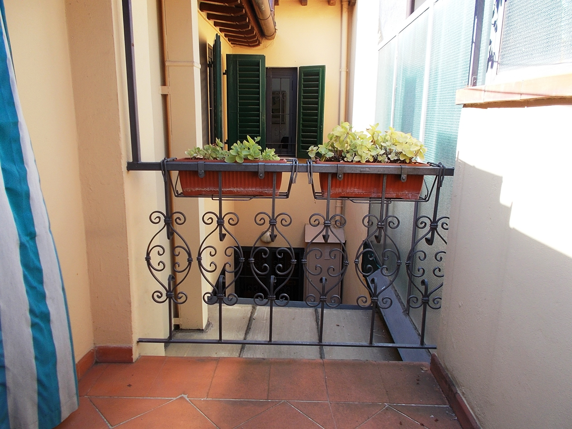 Scandicci Casellina terrattetto a schiera con corte e terrazza