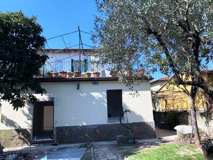 Firenze sud 4 vani con giardino di 300mq